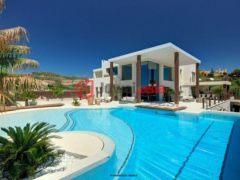 居外网在售西班牙6卧6卫的新建房产总占地1500平方米