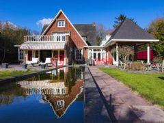 居外网在售荷兰Bergen12卧的房产总占地3975平方米EUR 2,389,000