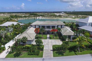 巴哈马天堂岛7卧6卫曾经整修过的房产
