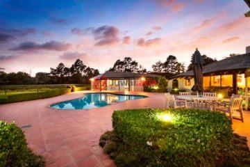 居外网在售新西兰4卧3卫特别设计建筑的房产总占地65000平方米