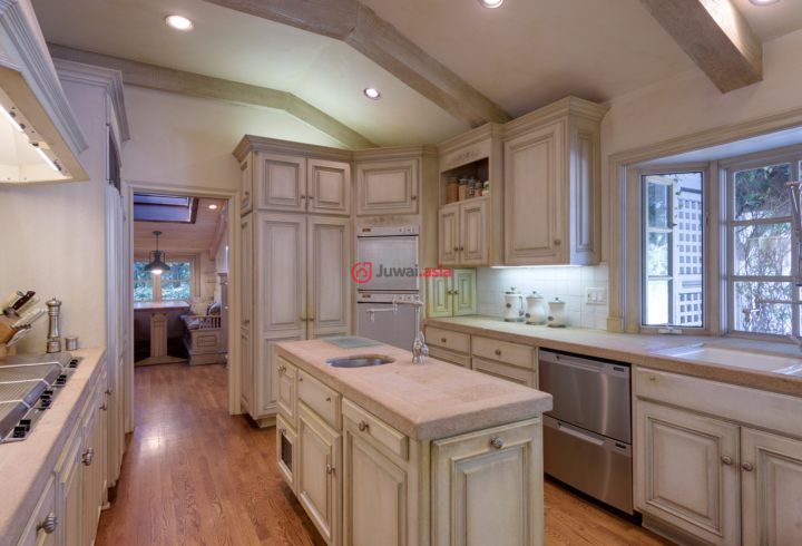美食厨房设有橱柜,厨房中岛台